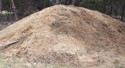 All horses produce manure – and lots of it.